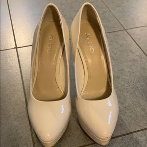 Aldo cream colored patent leather platform heels